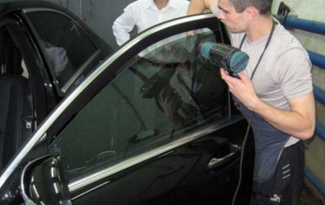 Как удалить тонировку со стекла автомобиля